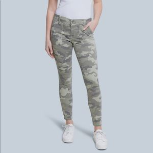 SEVEN7 UTILITY ANKLE SKINNY CAMOUFLAGE JEANS